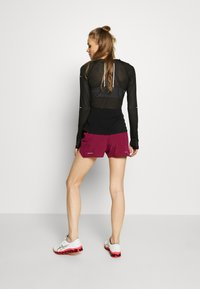 ASICS - ROAD SHORT - Sports shorts - dried berry - 2