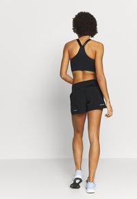 ASICS - ROAD SHORT - Pantalón corto de deporte - performance black - 2