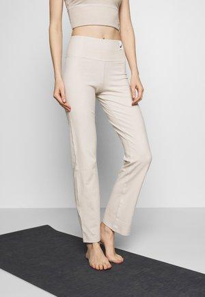 SHIZUKA WORKOUT PANT - Teplákové kalhoty - mid grey