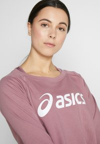ASICS - BIG CROPPED CREW - Sweatshirt - purple oxide/brilliant white