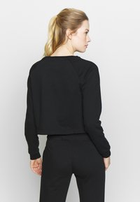ASICS - BIG CROPPED CREW - Sweatshirt - performance black/ brilliant white - 2