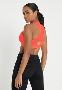 ASICS - SPROUT - Sports bra - flash coral - 2