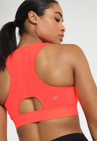 ASICS - SPROUT - Sports bra - flash coral - 5