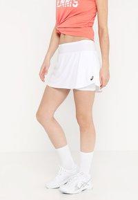 ASICS - CLUB SKORT - Sportovní sukně - brilliant white - 0