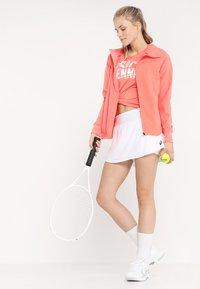 ASICS - CLUB SKORT - Sportovní sukně - brilliant white - 1