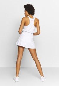 ASICS - CLUB SKORT - Sportovní sukně - brilliant white - 2