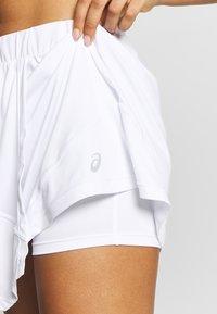 ASICS - CLUB SKORT - Sportovní sukně - brilliant white - 5