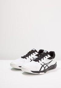 ASICS - UPCOURT 3 - Tenisové boty na všechny povrchy - white/black - 2