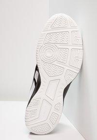ASICS - UPCOURT 3 - Tenisové boty na všechny povrchy - white/black - 4