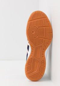 ASICS - UPCOURT 3 - Tenisové boty na všechny povrchy - peacoat/white - 4