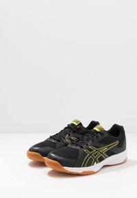 ASICS - UPCOURT 3 - Tenisové boty na všechny povrchy - black/sour yuzu - 2