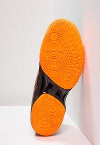 ASICS - BLAST FF - Volleyballschuh - black/shocking orange - 4