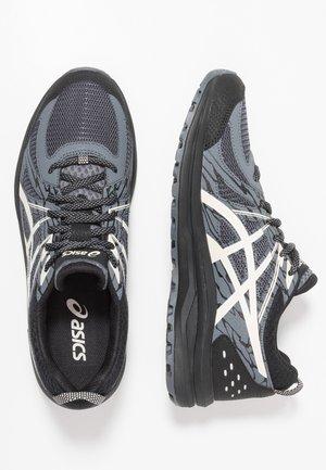 FREQUENT TRAIL - Běžecké boty do terénu - black/birch