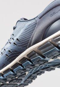 ASICS - GEL QUANTUM - Neutrální běžecké boty - tarmac/steel blue - 6