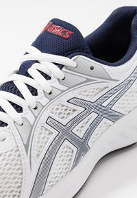 ASICS - JOLT 2 - Chaussures de running neutres - white/peacoat - 5