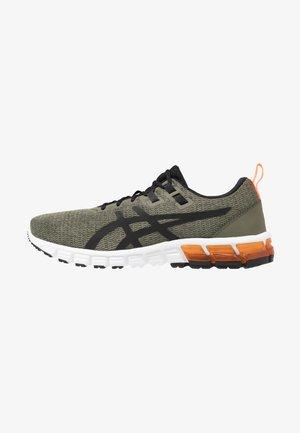 GEL-QUANTUM 90 - Neutrální běžecké boty - olive/black