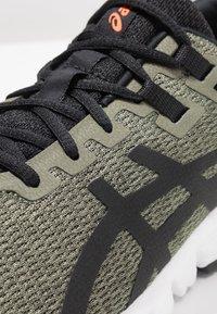 ASICS - GEL-QUANTUM 90 - Neutral running shoes - olive/black - 5