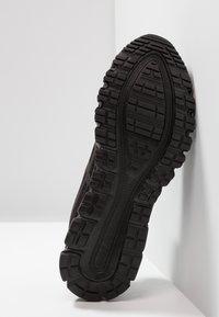 ASICS - GEL-QUANTUM 90 - Neutrální běžecké boty - black - 4