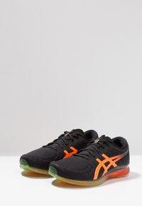 ASICS - GEL-QUANTUM INFINITY - Neutrální běžecké boty - black/shocking orange - 2