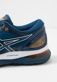 ASICS - GEL-NIMBUS 21 - Neutrální běžecké boty - mako blue/black - 5