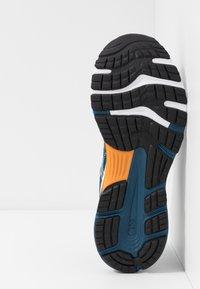 ASICS - GEL-NIMBUS 21 - Neutrální běžecké boty - mako blue/black - 4