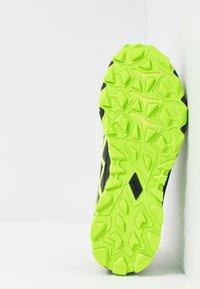 ASICS - GEL-FUJITRABUCO 7 - Běžecké boty do terénu - green gecko/black - 4