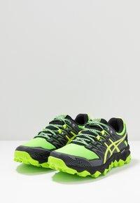 ASICS - GEL-FUJITRABUCO 7 - Běžecké boty do terénu - green gecko/black - 2