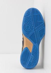 ASICS - GEL-GAME 7 - Tenisové boty na všechny povrchy - black/champagne - 4