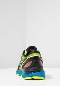 ASICS - GEL NIMBUS 21 SP - Zapatillas de running neutras - black/safety yellow - 3