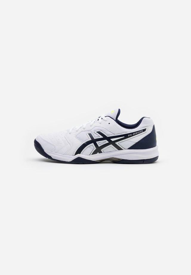 GEL DEDICATE 6 - Chaussures de tennis toutes surfaces - white/peacoat