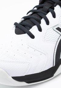 ASICS - GEL-DEDICATE 6 INDOOR - Carpet court tennis shoes - white/black - 5