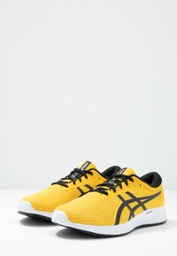 ASICS - PATRIOT 11 - Zapatillas de running neutras - saffron/black - 2