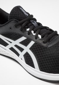 ASICS - PATRIOT 11 - Neutral running shoes - black/white - 5