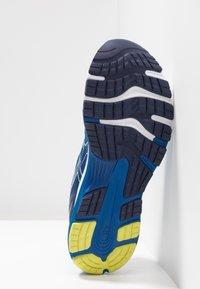 ASICS - GEL-NIMBUS 21 - Neutrální běžecké boty - white/lake drive - 4