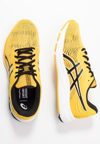 ASICS - GEL-PULSE 11 - Chaussures de running neutres - saffron/black - 1