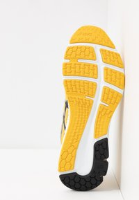 ASICS - GEL-PULSE 11 - Chaussures de running neutres - saffron/black - 4