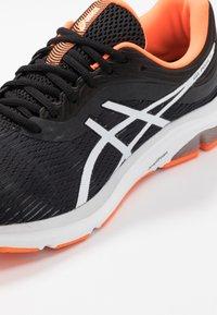ASICS - GEL-PULSE 11 - Neutrální běžecké boty - black/white - 5