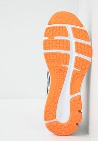 ASICS - GEL-PULSE 11 - Neutrální běžecké boty - black/white - 4