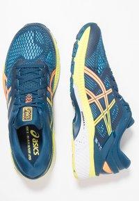 ASICS - GEL-KAYANO 26 - Stabilní běžecké boty - mako blue/sour yuzu - 1