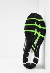 ASICS - GEL-KAYANO 26 - Stabilní běžecké boty - black/electric blue - 4