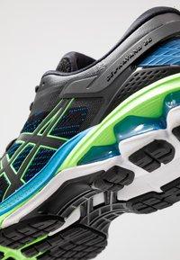 ASICS - GEL-KAYANO 26 - Zapatillas de running estables - black/electric blue - 5
