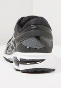 ASICS - GEL-KAYANO 26 - Stabilní běžecké boty - black/white - 4
