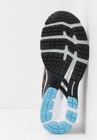 ASICS - GEL-KAYANO 26 - Stabilní běžecké boty - black/polar shade - 4