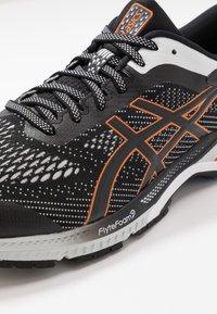 ASICS - GEL-KAYANO 26 - Stabilní běžecké boty - black/polar shade - 5