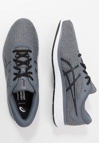 ASICS - PATRIOT 11 TWIST - Neutral running shoes - piedmont grey/black - 1