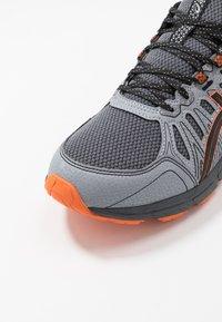 ASICS - GEL-VENTURE 7 - Zapatillas de trail running - carrier grey/habanero - 5