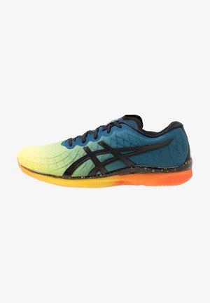 GEL-QUANTUM INFINITY - Zapatillas de running neutras - sour yuzu/black