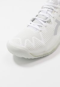 ASICS - GEL RESOLUTION 8 - Multicourt tennis shoes - white/pure silver - 5