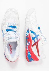 ASICS - GEL-RESOLUTION 8 - Kengät kaikille alustoille - white/electric blue - 1