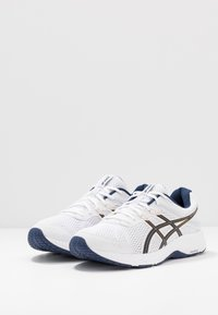 ASICS - GEL-CONTEND 6 - Neutral running shoes - white/peacoat - 2
